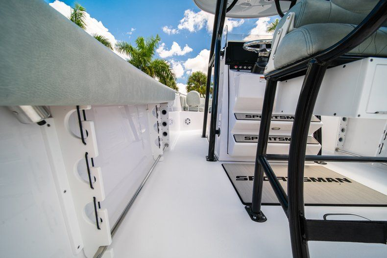 Thumbnail 21 for New 2019 Sportsman Open 242 Center Console boat for sale in Fort Lauderdale, FL