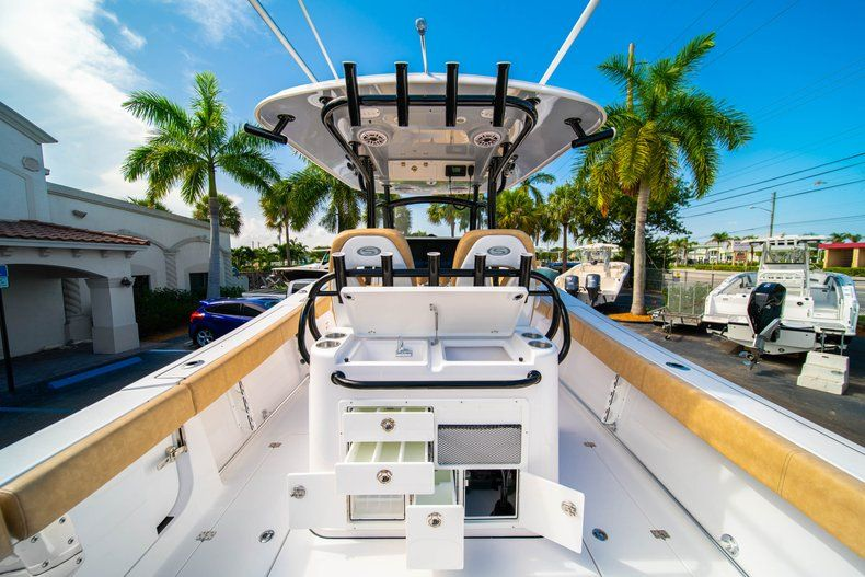 Thumbnail 10 for New 2019 Sportsman Open 312 Center Console boat for sale in West Palm Beach, FL