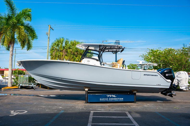 Thumbnail 4 for New 2019 Sportsman Open 312 Center Console boat for sale in West Palm Beach, FL