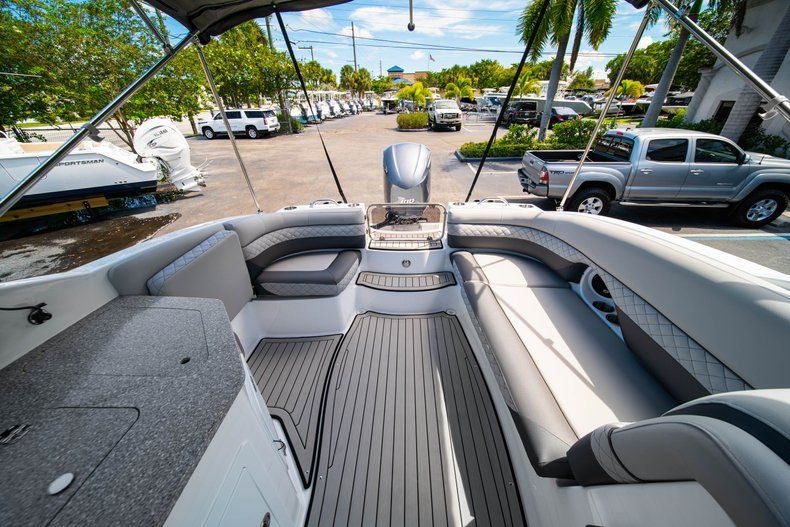 Thumbnail 12 for New 2019 Hurricane SunDeck SD 2690 OB boat for sale in West Palm Beach, FL