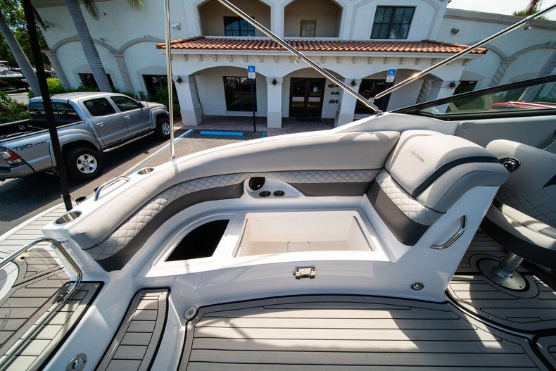 Thumbnail 14 for New 2019 Hurricane SunDeck SD 2690 OB boat for sale in West Palm Beach, FL