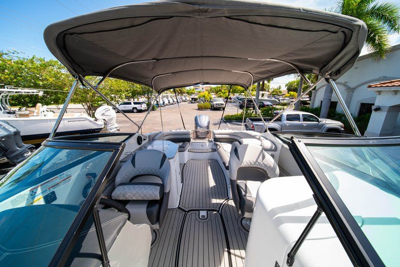Thumbnail 38 for New 2019 Hurricane SunDeck SD 2690 OB boat for sale in West Palm Beach, FL