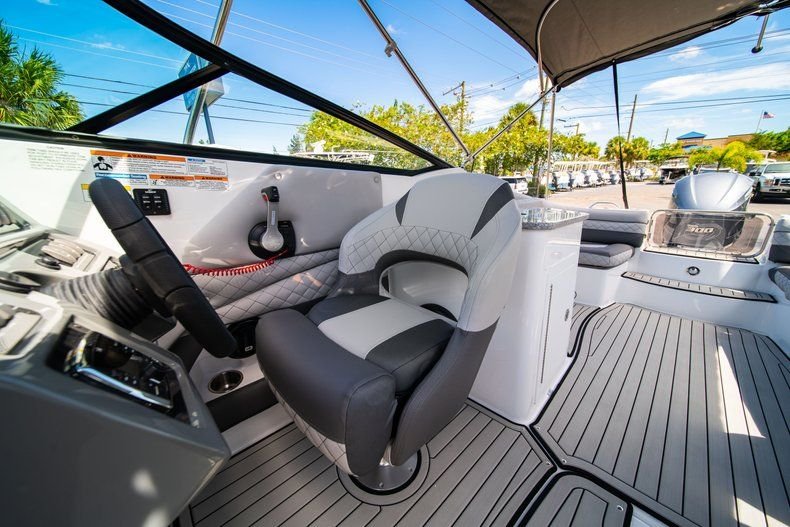 Thumbnail 27 for New 2019 Hurricane SunDeck SD 2690 OB boat for sale in West Palm Beach, FL