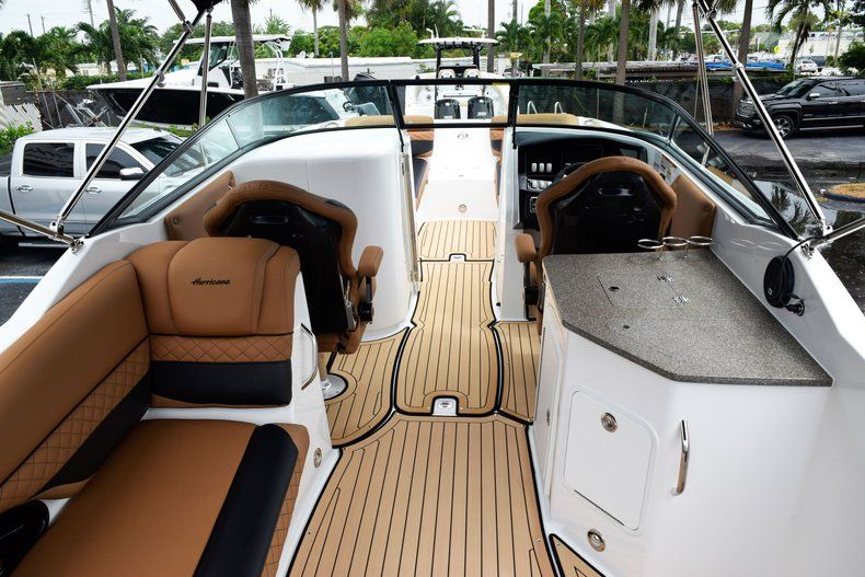 Thumbnail 16 for New 2019 Hurricane SD 2690 OB boat for sale in West Palm Beach, FL