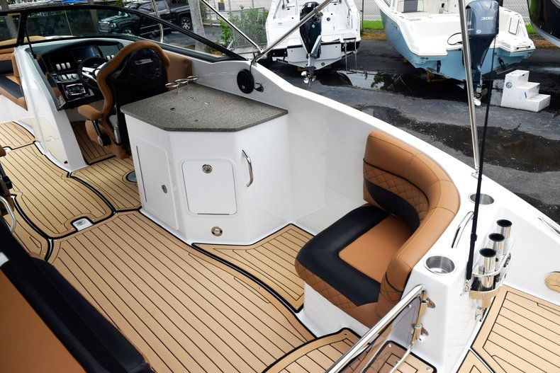 Thumbnail 18 for New 2019 Hurricane SD 2690 OB boat for sale in West Palm Beach, FL