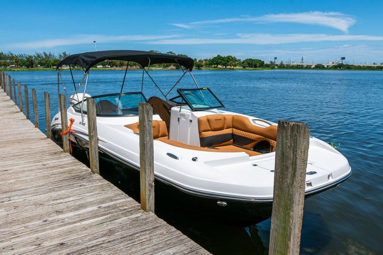 Thumbnail 96 for New 2019 Hurricane SD 2690 OB boat for sale in West Palm Beach, FL