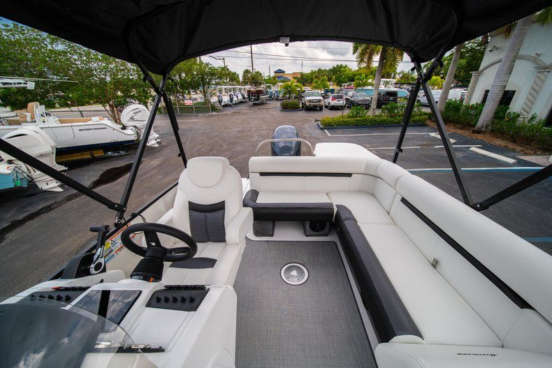 Thumbnail 14 for New 2019 Hurricane FunDeck FD 226 OB boat for sale in Stuart, FL