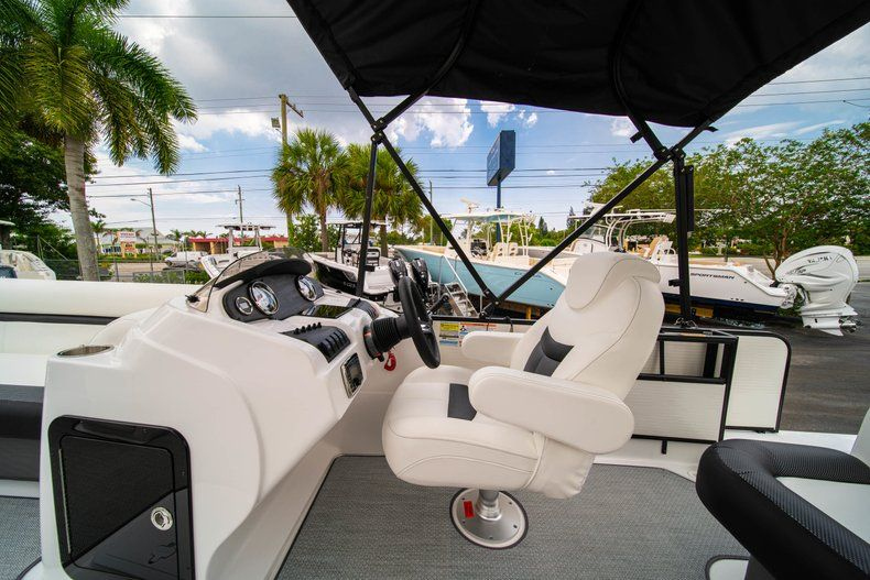 Thumbnail 13 for New 2019 Hurricane FunDeck FD 226 OB boat for sale in Stuart, FL