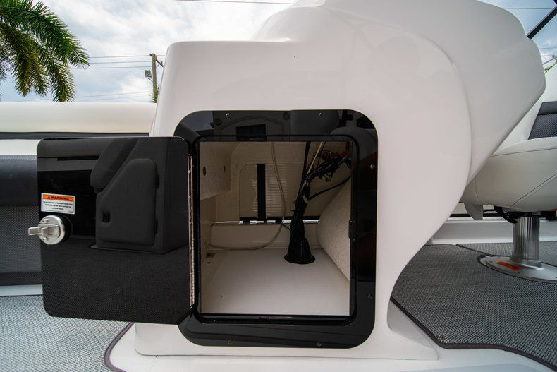 Thumbnail 18 for New 2019 Hurricane FunDeck FD 226 OB boat for sale in West Palm Beach, FL