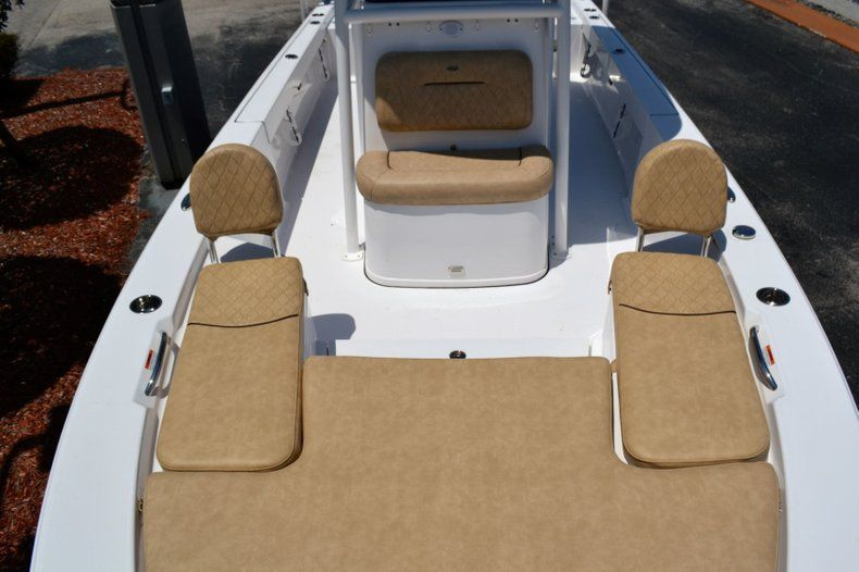 Thumbnail 16 for New 2019 Sportsman Masters 247 Bay Boat boat for sale in Miami, FL