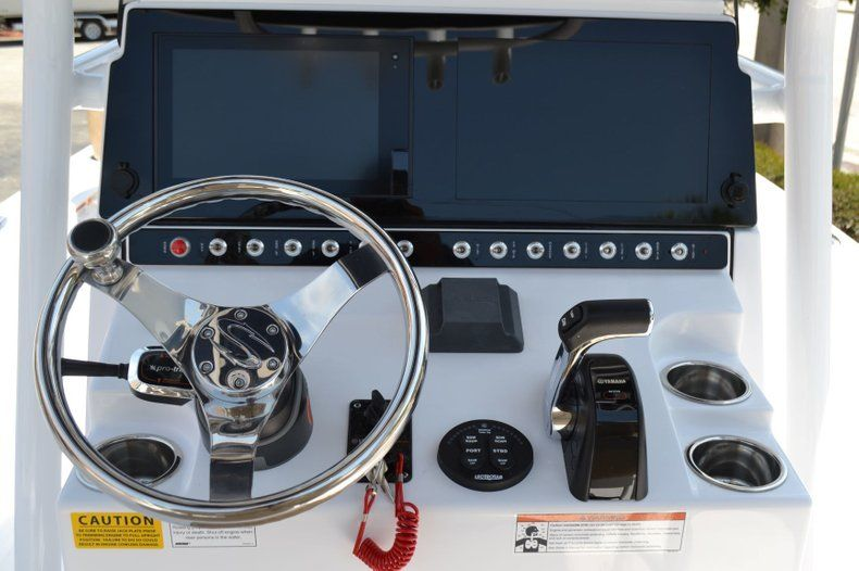 Thumbnail 12 for New 2019 Sportsman Masters 247 Bay Boat boat for sale in Miami, FL