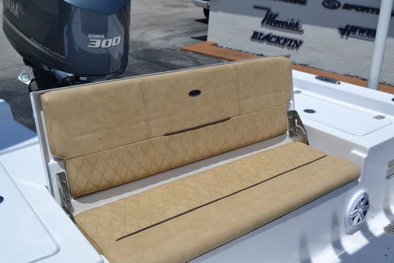Thumbnail 19 for New 2019 Sportsman Masters 247 Bay Boat boat for sale in Miami, FL