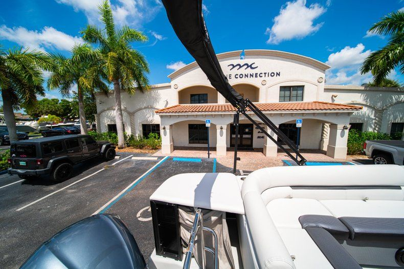 Thumbnail 8 for New 2019 Hurricane FunDeck FD 236SB boat for sale in Vero Beach, FL