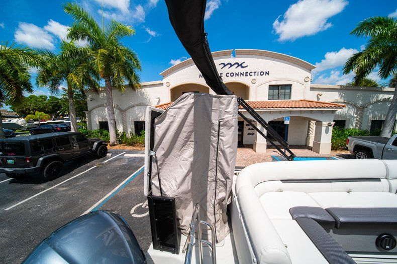 Thumbnail 9 for New 2019 Hurricane FunDeck FD 236SB boat for sale in Vero Beach, FL