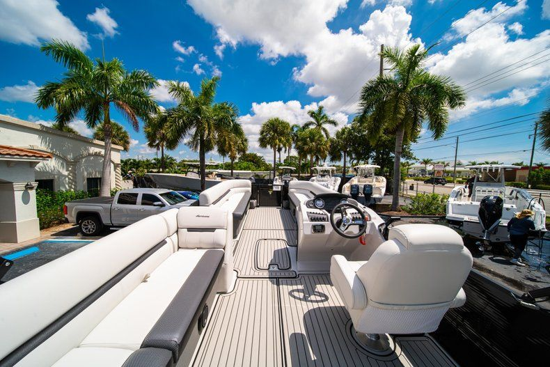 Thumbnail 10 for New 2019 Hurricane FunDeck FD 236SB boat for sale in Vero Beach, FL