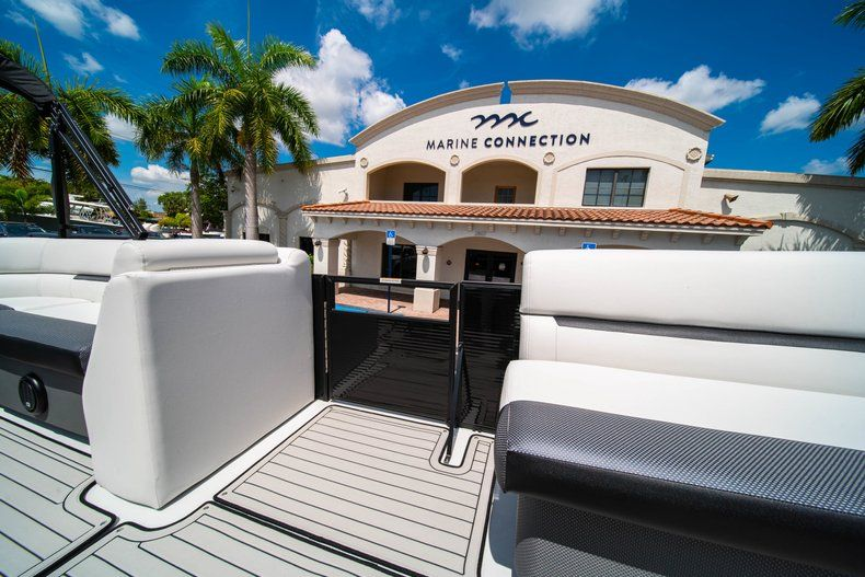 Thumbnail 20 for New 2019 Hurricane FunDeck FD 236SB boat for sale in Vero Beach, FL