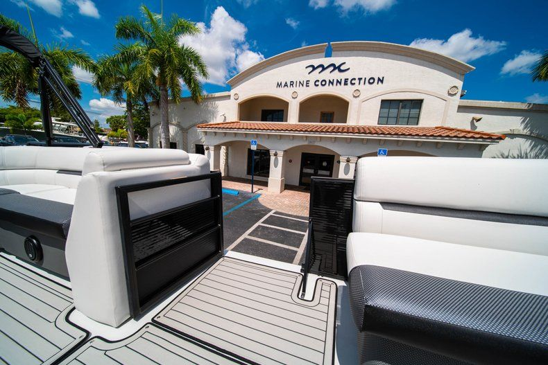 Thumbnail 21 for New 2019 Hurricane FunDeck FD 236SB boat for sale in Vero Beach, FL