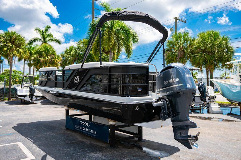 Thumbnail 5 for New 2019 Hurricane FunDeck FD 236SB boat for sale in Vero Beach, FL