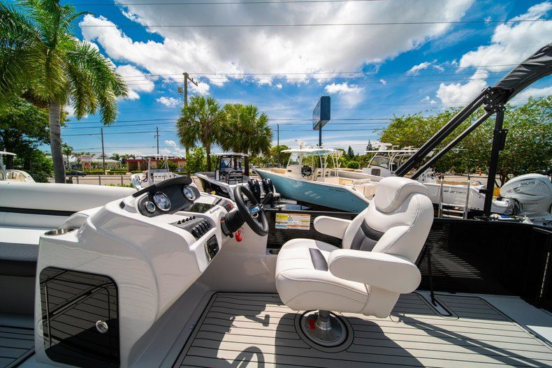 Thumbnail 16 for New 2019 Hurricane FunDeck FD 236SB boat for sale in Vero Beach, FL