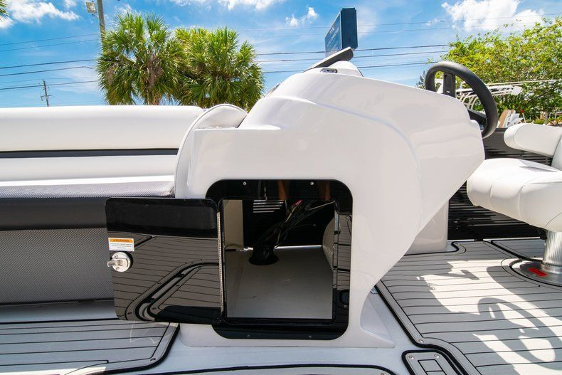 Thumbnail 19 for New 2019 Hurricane FunDeck FD 236SB boat for sale in Vero Beach, FL