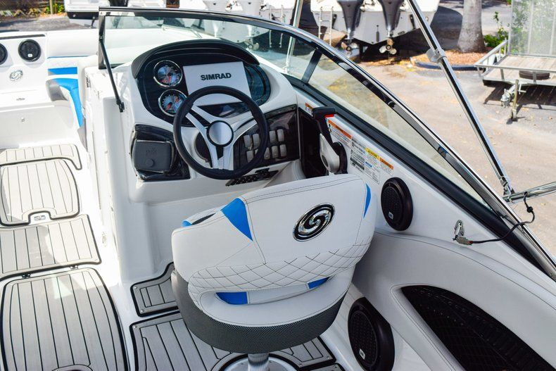 Thumbnail 19 for New 2019 Hurricane SunDeck SD 2410 OB boat for sale in West Palm Beach, FL