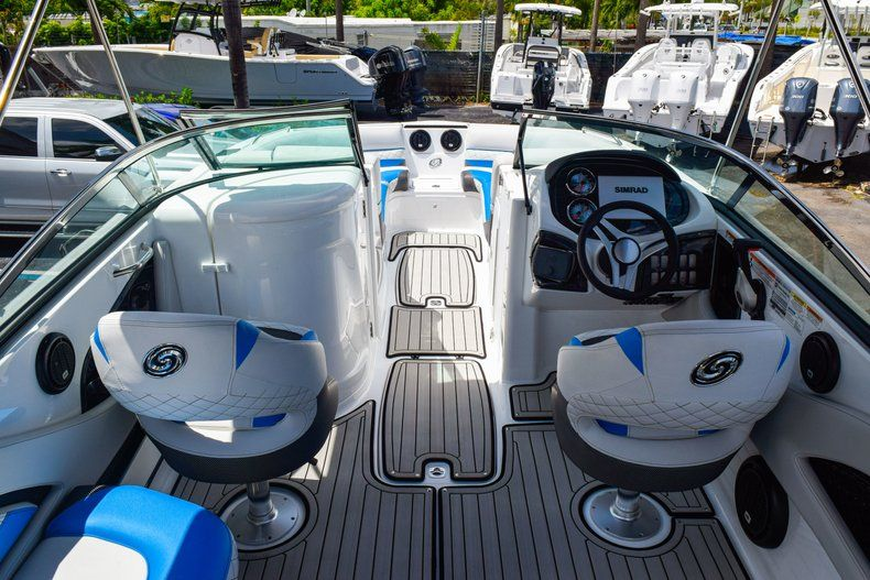 Thumbnail 17 for New 2019 Hurricane SunDeck SD 2410 OB boat for sale in West Palm Beach, FL