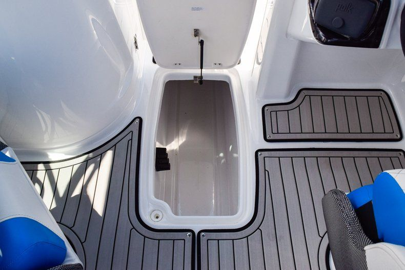 Thumbnail 30 for New 2019 Hurricane SunDeck SD 2410 OB boat for sale in West Palm Beach, FL