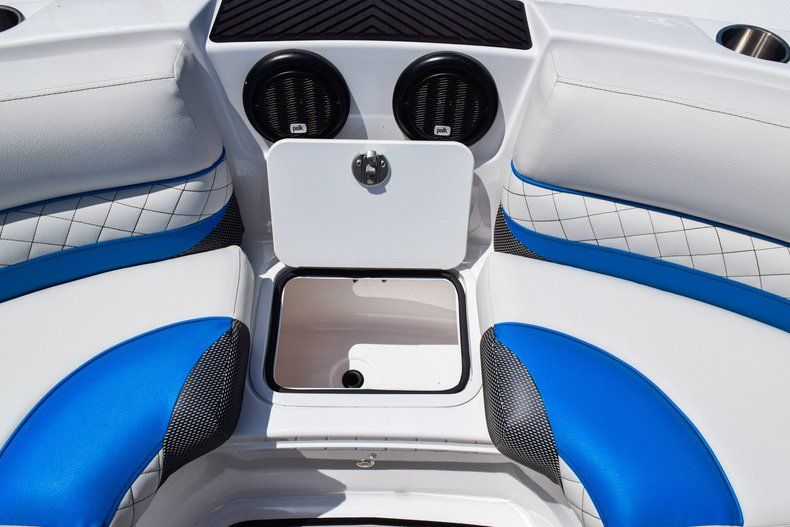 Thumbnail 48 for New 2019 Hurricane SunDeck SD 2410 OB boat for sale in West Palm Beach, FL