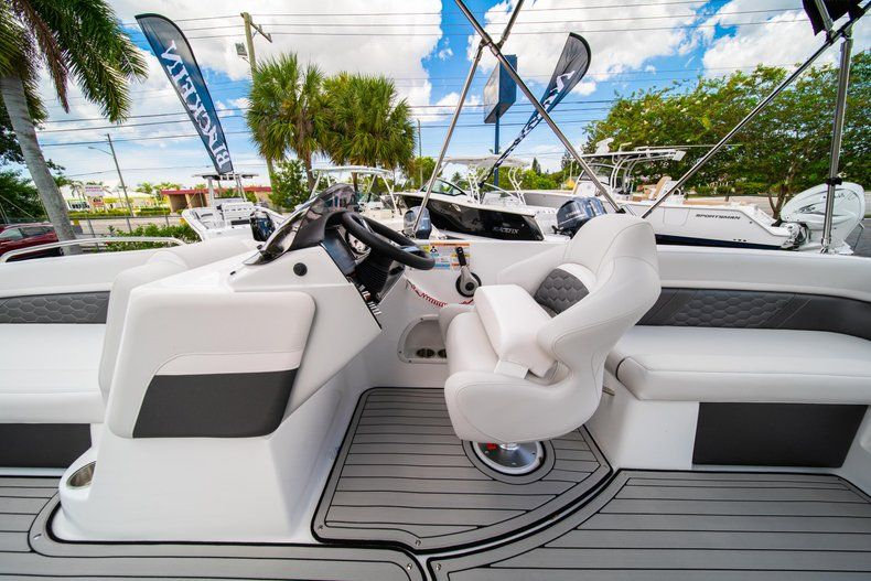Thumbnail 18 for New 2020 Hurricane 218 SunDeck Sport OB boat for sale in West Palm Beach, FL