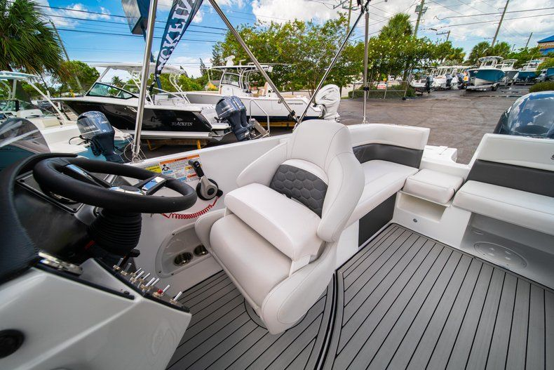 Thumbnail 20 for New 2020 Hurricane 218 SunDeck Sport OB boat for sale in West Palm Beach, FL