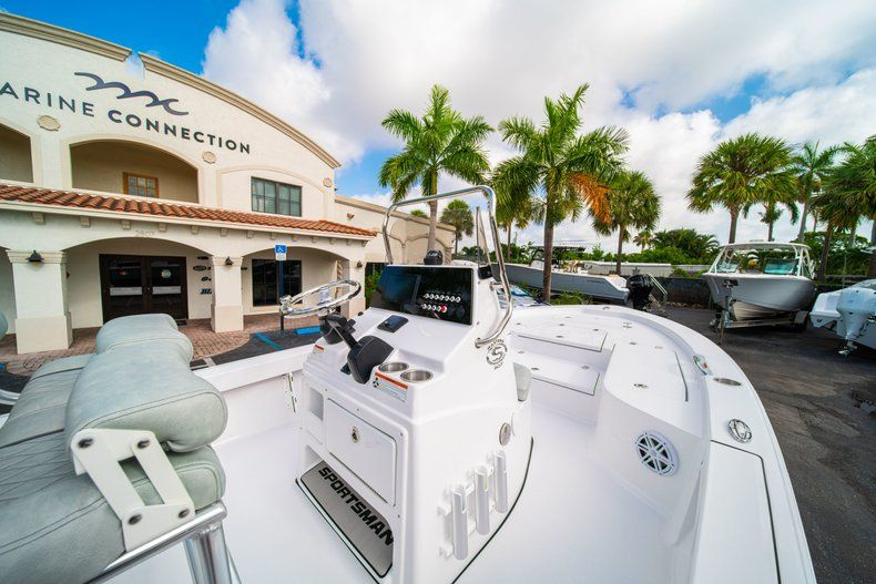 Thumbnail 17 for New 2020 Sportsman Masters 207 Bay Boat boat for sale in Vero Beach, FL