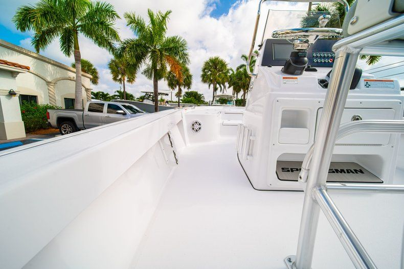 Thumbnail 16 for New 2020 Sportsman Masters 207 Bay Boat boat for sale in Vero Beach, FL