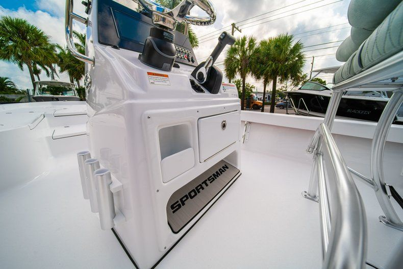 Thumbnail 21 for New 2020 Sportsman Masters 207 Bay Boat boat for sale in Vero Beach, FL