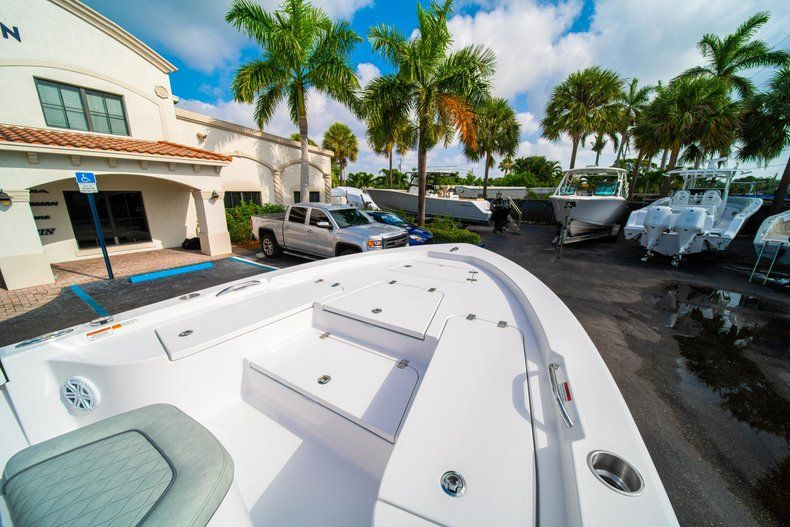 Thumbnail 31 for New 2020 Sportsman Masters 207 Bay Boat boat for sale in Vero Beach, FL