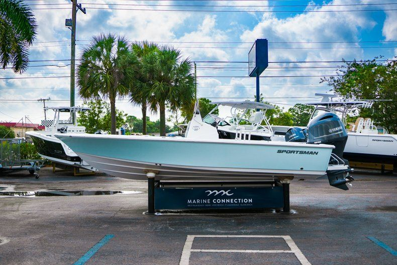 Thumbnail 4 for New 2020 Sportsman Masters 207 Bay Boat boat for sale in Vero Beach, FL