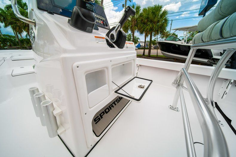 Thumbnail 21 for New 2020 Sportsman Masters 207 Bay Boat boat for sale in Miami, FL