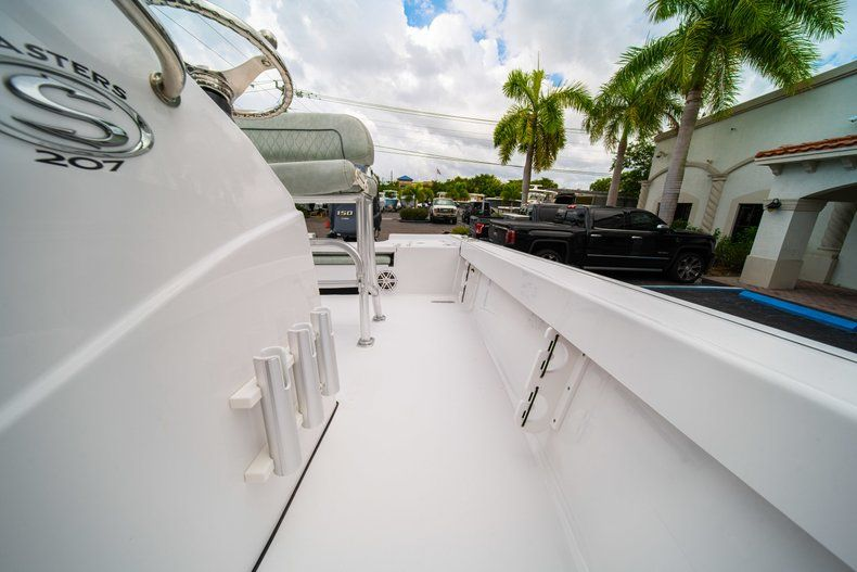 Thumbnail 26 for New 2020 Sportsman Masters 207 Bay Boat boat for sale in Miami, FL