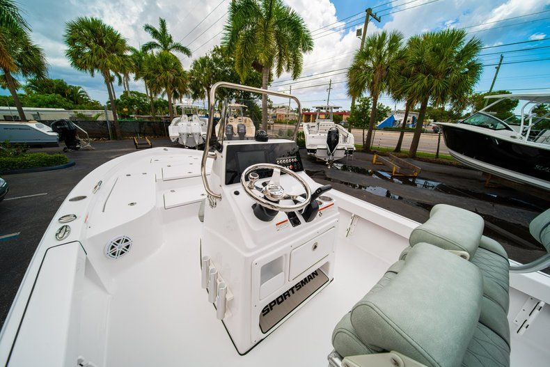 Thumbnail 19 for New 2020 Sportsman Masters 207 Bay Boat boat for sale in Miami, FL