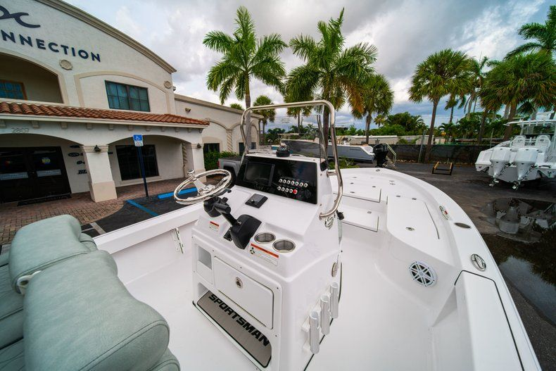 Thumbnail 17 for New 2020 Sportsman Masters 207 Bay Boat boat for sale in Miami, FL