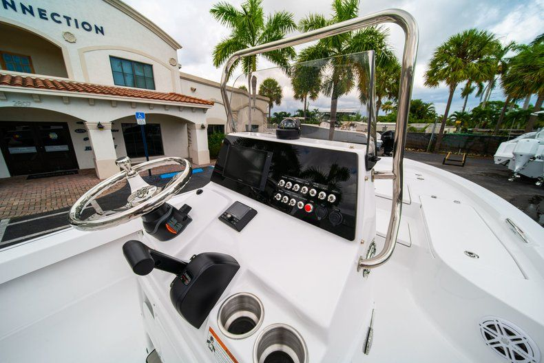 Thumbnail 18 for New 2020 Sportsman Masters 207 Bay Boat boat for sale in West Palm Beach, FL