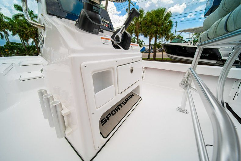 Thumbnail 20 for New 2020 Sportsman Masters 207 Bay Boat boat for sale in Miami, FL