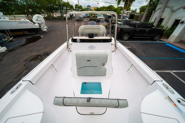 Thumbnail 33 for New 2020 Sportsman Masters 207 Bay Boat boat for sale in Miami, FL