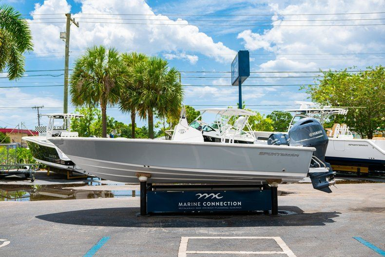 Thumbnail 4 for New 2020 Sportsman Masters 207 Bay Boat boat for sale in Miami, FL