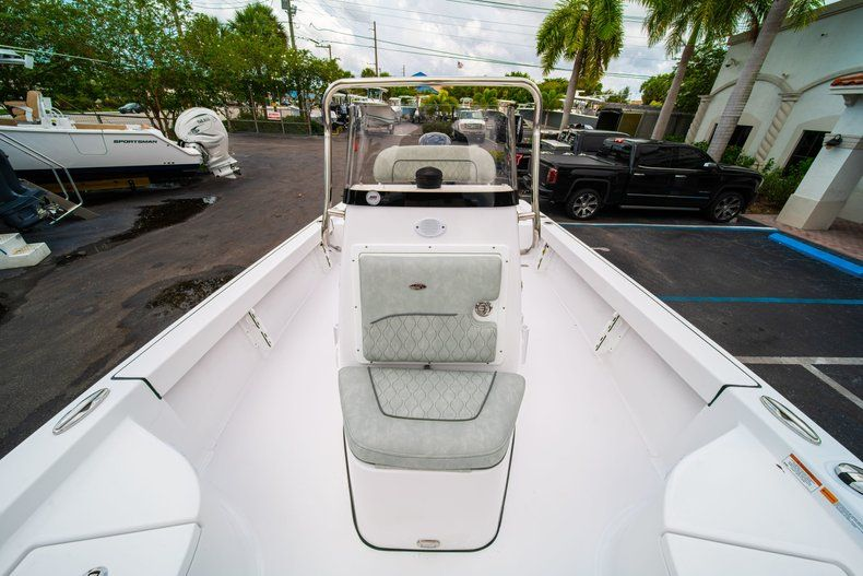 Thumbnail 32 for New 2020 Sportsman Masters 207 Bay Boat boat for sale in Miami, FL