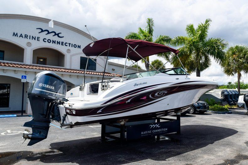 Thumbnail 7 for New 2019 Hurricane SunDeck SD 2690 OB boat for sale in West Palm Beach, FL