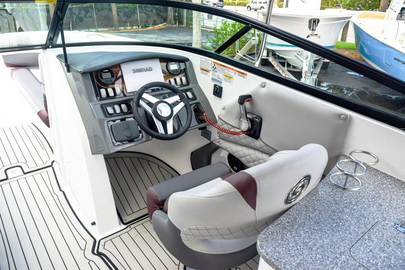 Thumbnail 36 for New 2019 Hurricane SunDeck SD 2690 OB boat for sale in West Palm Beach, FL