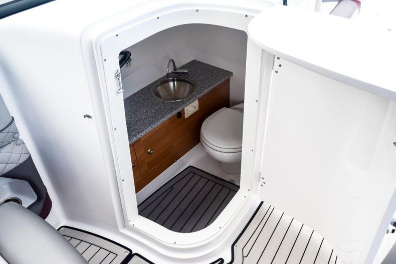 Thumbnail 62 for New 2019 Hurricane SunDeck SD 2690 OB boat for sale in West Palm Beach, FL
