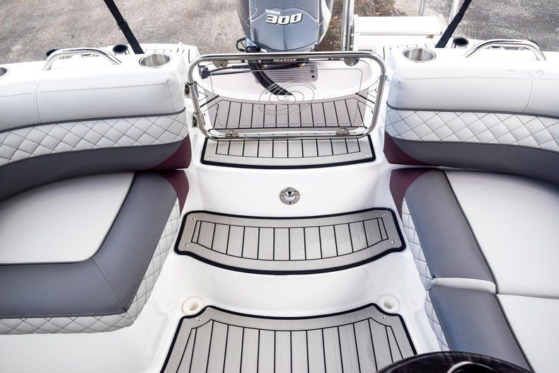 Thumbnail 91 for New 2019 Hurricane SunDeck SD 2690 OB boat for sale in West Palm Beach, FL