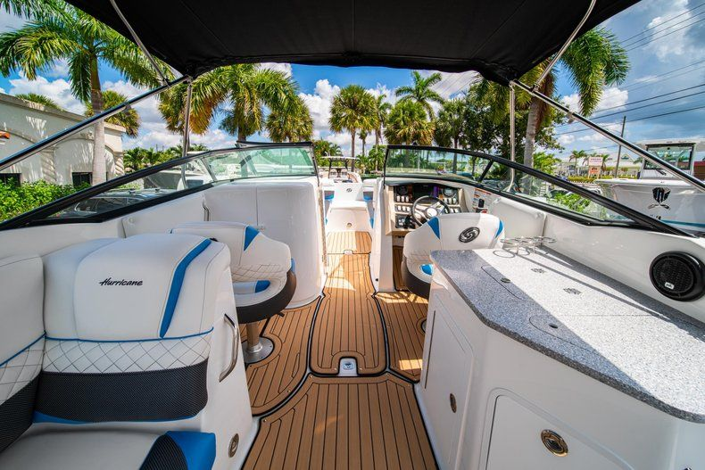 Thumbnail 9 for New 2019 Hurricane SD 2690 OB boat for sale in West Palm Beach, FL