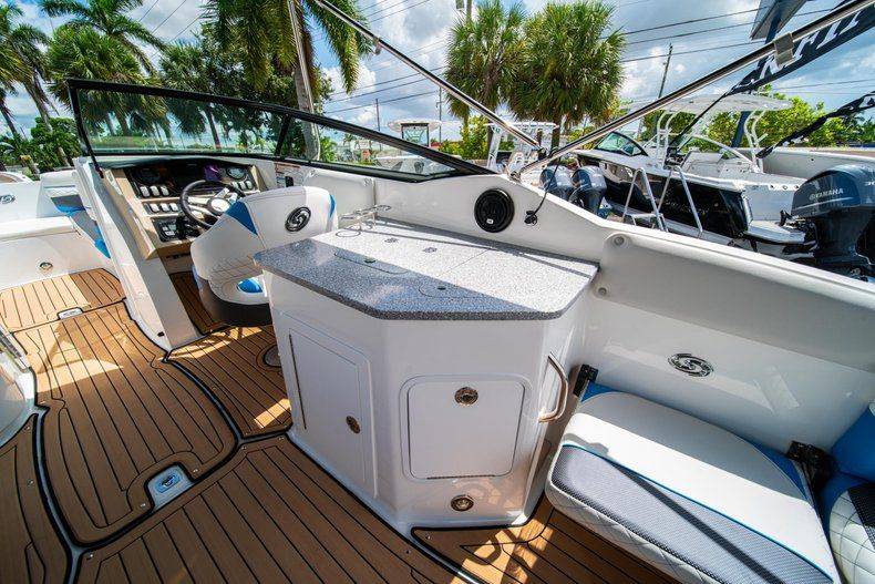 Thumbnail 10 for New 2019 Hurricane SD 2690 OB boat for sale in West Palm Beach, FL